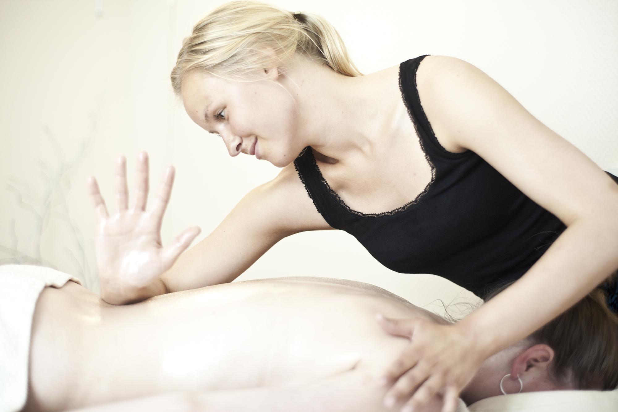 tillægsplade massage com maven efter fødslen